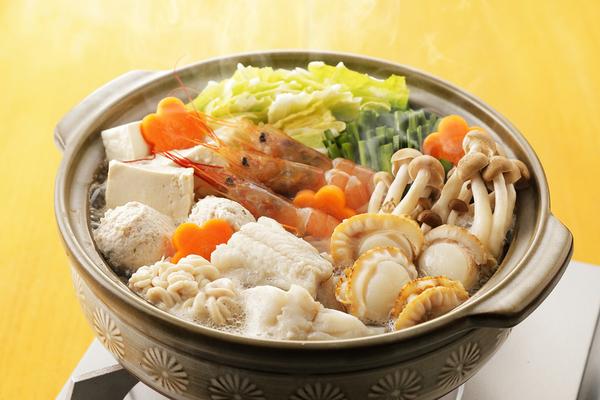 冬の大定番!鍋料理の魅力とは?おすすめの具材も併せてご紹介サムネイル